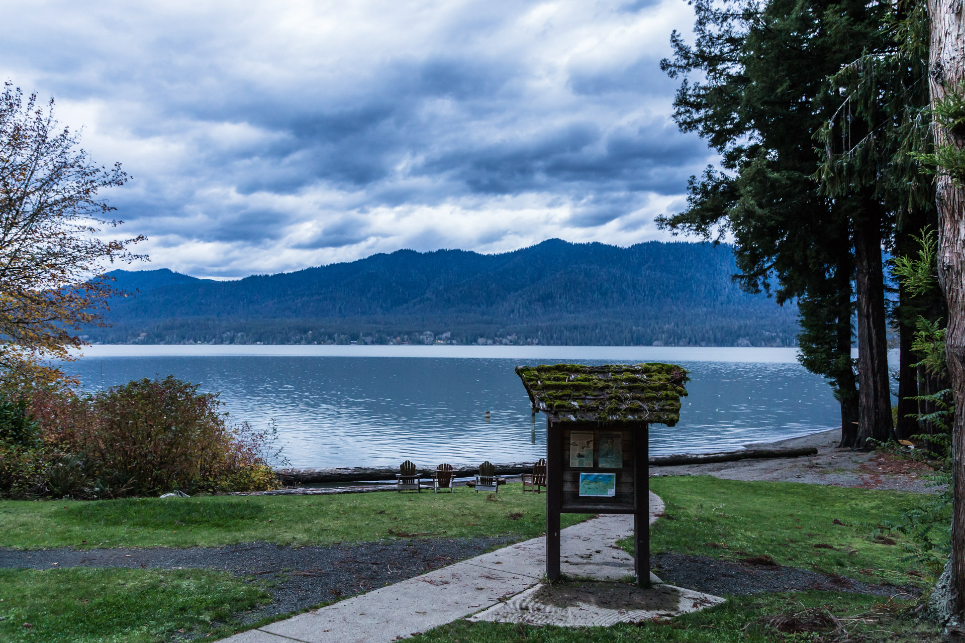 Lake Quinault (lake sign)